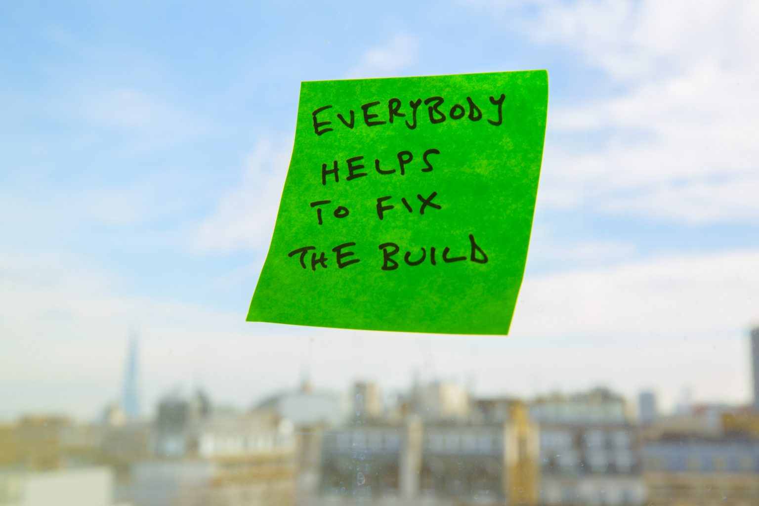 Post-it note: Everyone helps to fix the build